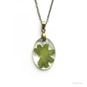 Small leaf, resin pendant, www.Fenne.be
